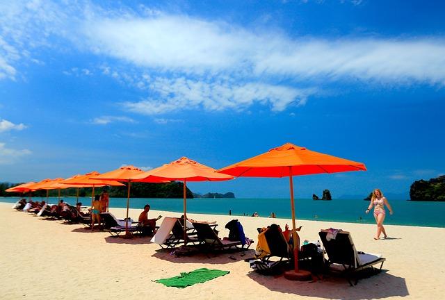 beach-694868_640