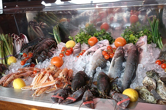 1.1266269451.fresh-seafood-on-display-at-restaurants[1]