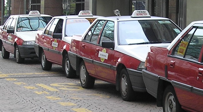 Proton_Iswara_taxis_Kuala_Lumpur[1]