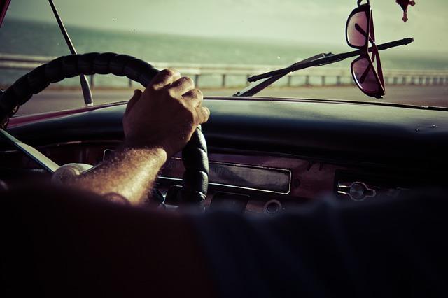 driving-691751_640